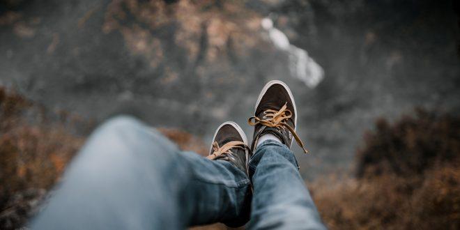 Quelles chaussures mettre sous un jean?