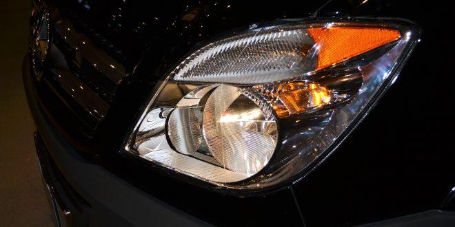 Changer les ampoules d'une voiture : les bonnes pratiques à connaître